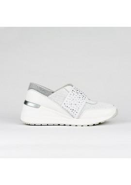 Sneaker de piel en color blanco con banda elástica con brillantes y cuña